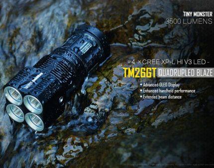 Die Nitecore TM26GT erreicht trotz seine kompakte Größe eine enorme Lichtleistung und durch das neue XP-L Hi LED auch noch beinahe eine doppelt so hohe Leuchtweite, als der Nitecore TM26. Sie ist sehr robust, hochwertig verarbeitet und dank Akkubetrieb bis zu 1000 Stunden lang in Betrieb (abhängig von der Lichtstärke). Das OLED Display gibt Auskunft über Temperatur, Batteriezustand, verbleibende Leuchtdaue