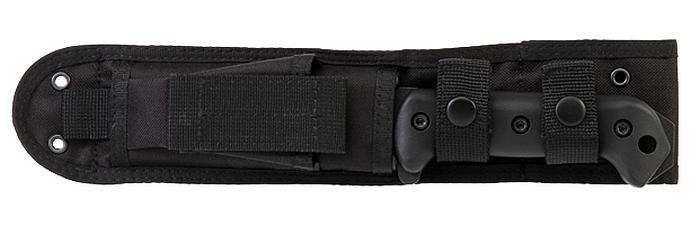 Das KA-BAR BK2 Becker Campanion wird sicher in der schwarzen Nylonscheide gehalten